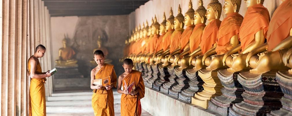 Monjes en Angkor Wat (Camboya)