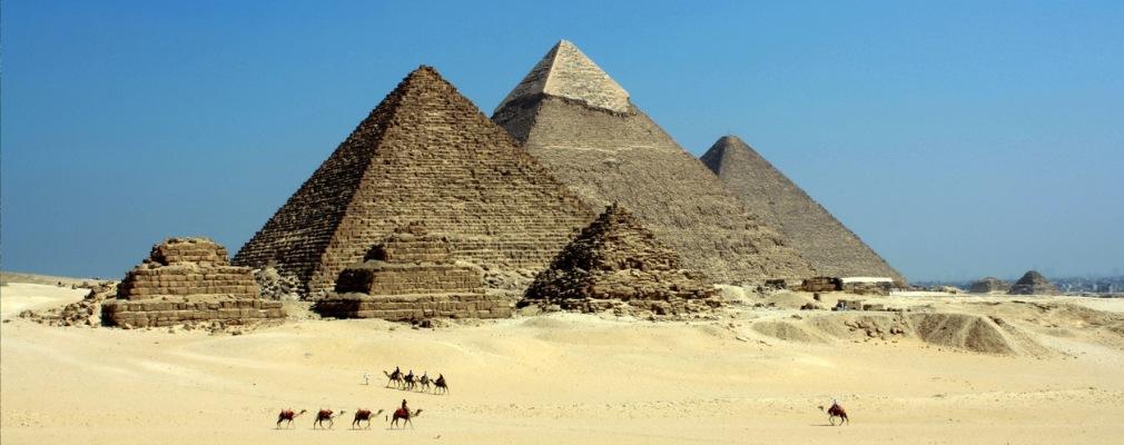 camellos y pirámides