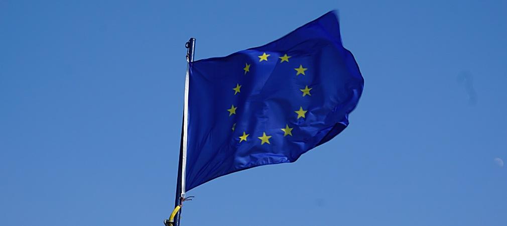 La bandera del Consejo de Europa y de la Unión Europea